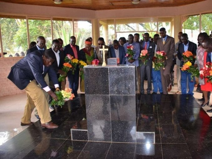 Leaders led by water CS Eugene Wamalwa lay wreath at the Michael Wamalwa shrine at his Milimani home in Kitale yesterday.Photo Corazone Wafula