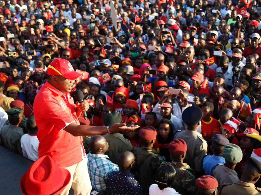 President Uhuru Kenyatta addresses Jubilee Party supporters during his tour of Kilifi county, October 10, 2017. /PSCU