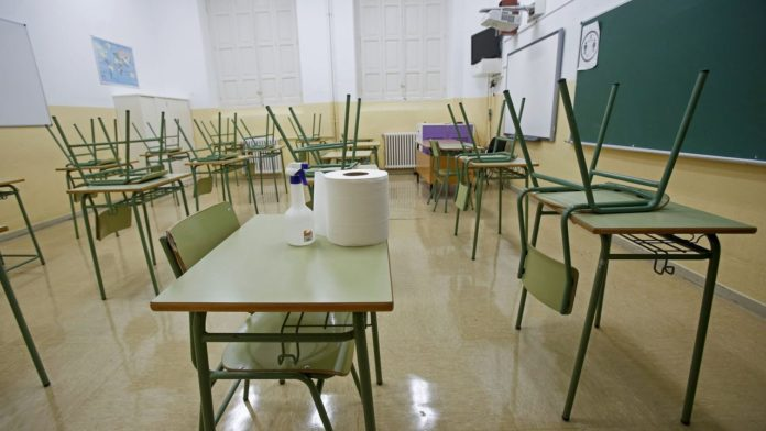 """Antes de fin de año podrían abrir decenas de escuelas en la ciudad de Mar del Plata para """"revinculación""""."""