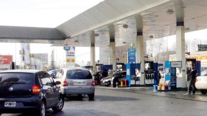 Desde este lunes, YPF aumentó los precios de sus combustibles en todo el país en un 2,5% promedio