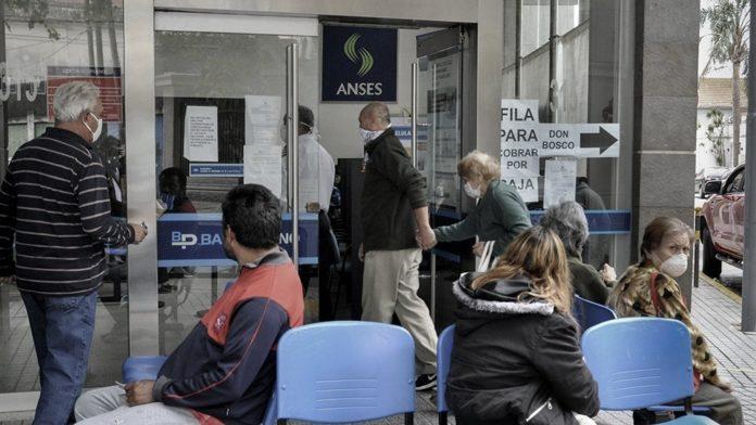 El Gobierno oficializó el bono de Anses de $1.500 a jubilados y pensionados: cómo será el cobro