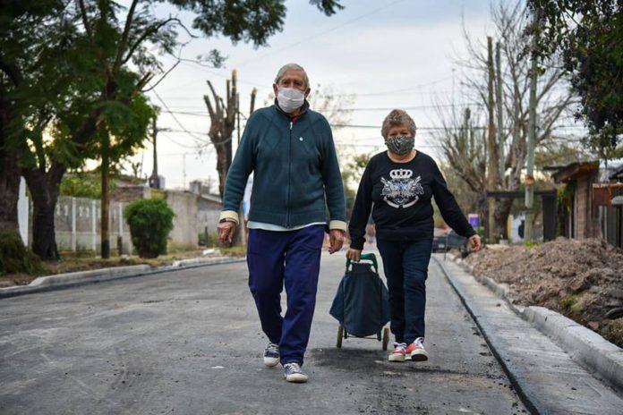 El Gobierno bonaerense destacó la caída de los casos de coronavirus por cuarta semana consecutiva en la provincia