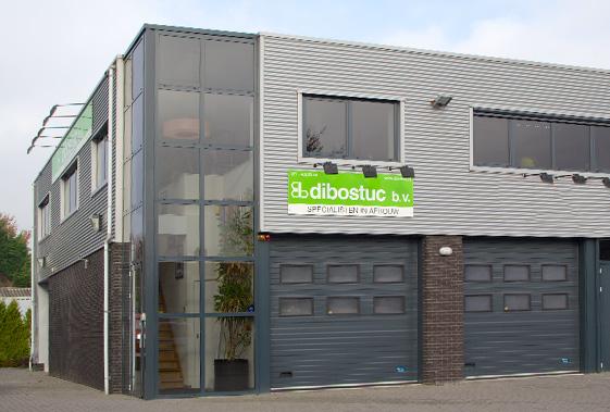 Het bedrijfspad met showroom van Dibostuc in Oegstgeest