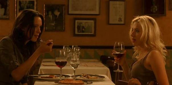 As protagonistas jantam no lendário Els Quatre Gats