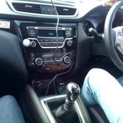 Carro com volante à direita