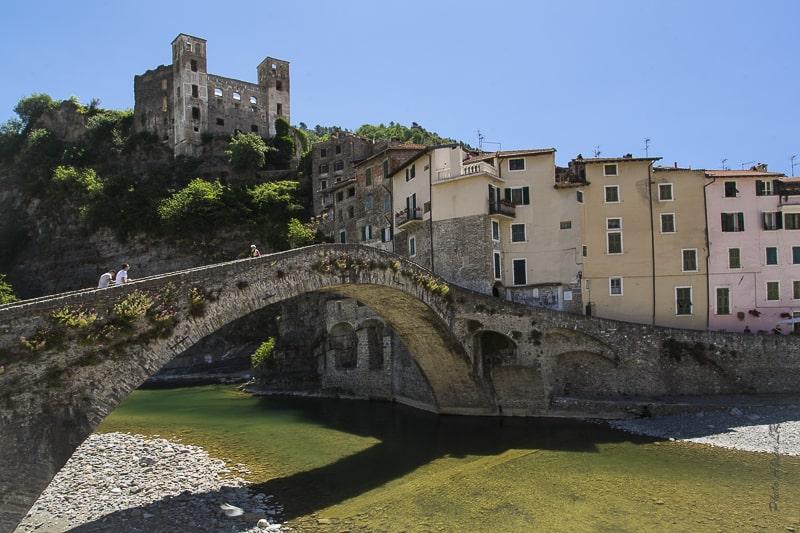 Dolceacqua, le vieux pont et le château des Doria