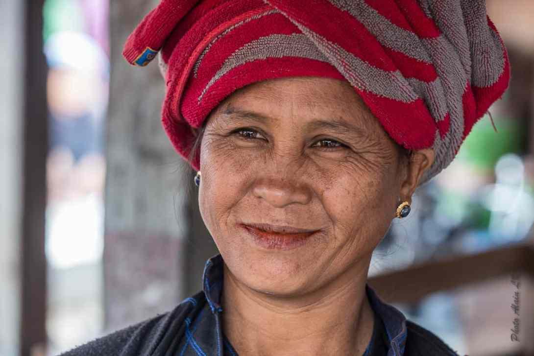 Un joli visage de femme croisé sur un marché du lac