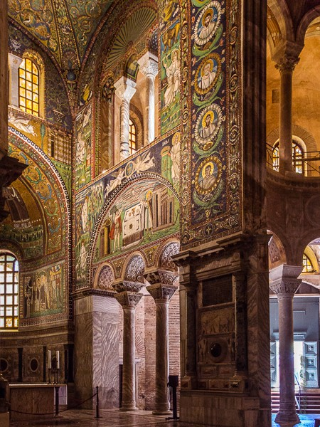 vue d'un côté de l'abside - mosaïques