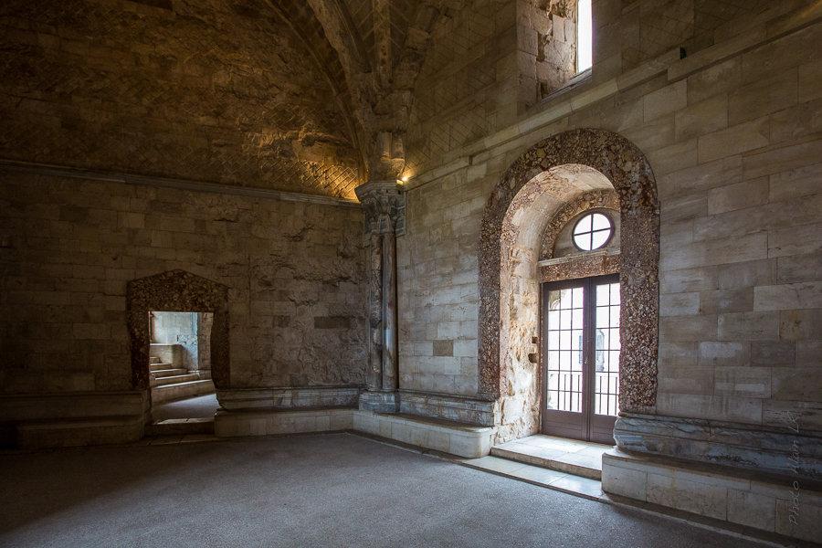 Pièce du château avec son ouverture vers la cour intérieure