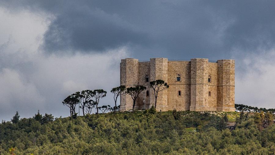 L'architecture régulière octogonale du Castel