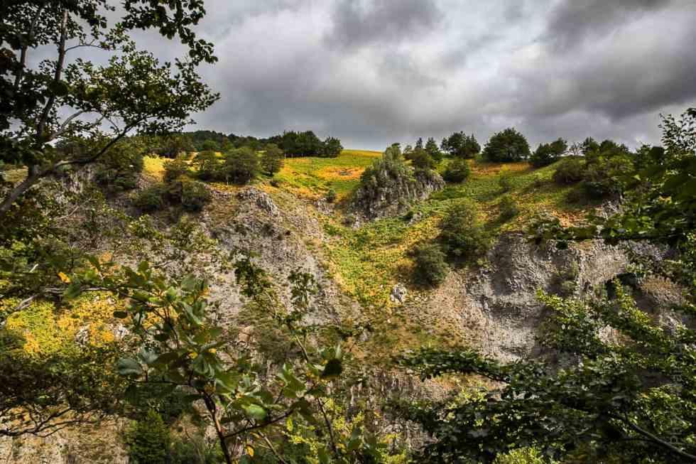 Le beau décor environnant la Cascade du Ray Pic