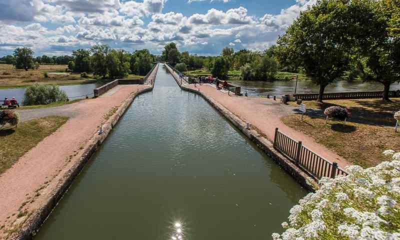 Traversée de la Loire par le pont-canal de Digoin