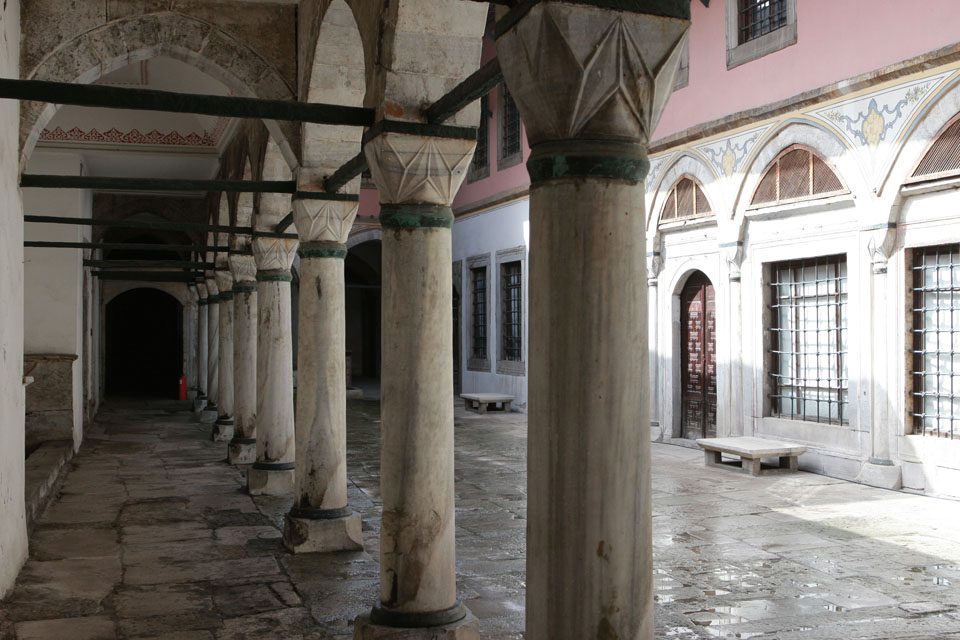 Harem of the Sultan in the Ottoman Empire: legends and