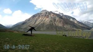 שי דיקמן עפה בעמק ספיטי בהודו