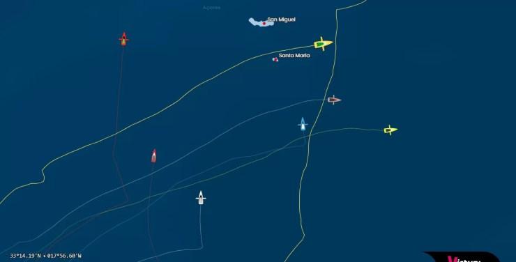 Louis Burton en haut à droite en jaune, Boris Herrman en dessous en gris et Charlie Dalin tout à droite (source : Vendée Globe Tracking)