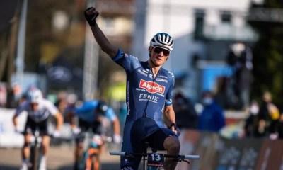 VTT Short track : Mathieu van der Poel domine Tom Pidcock d'un cheveu à Nove Mesto