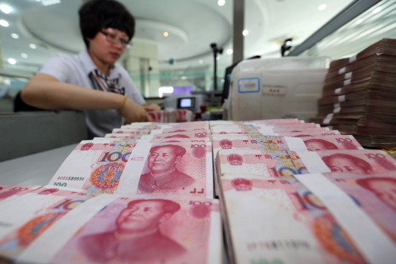GoldCore: Bank teller counts Yuan