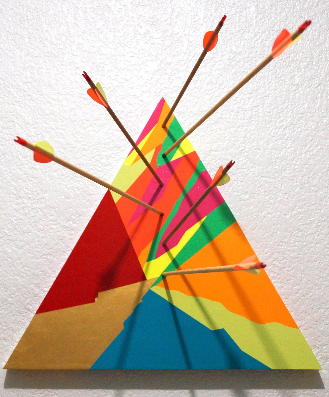 Escultura de Acrílico sobre panel de madera con flechas de arquería del artista Morelos Leon