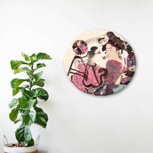 Obra en cerámica de Ana Gomez decorando pared