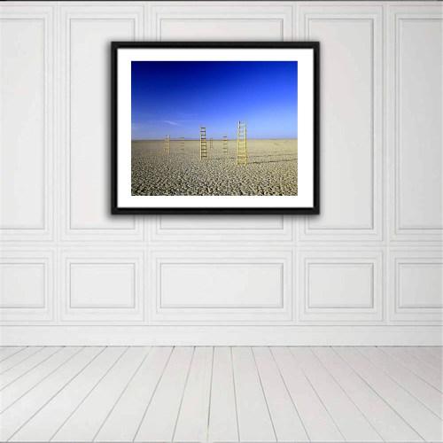 Fotografía Escaleras al Cielo de Alfredo De Stefano expuesta sobre pared blanca