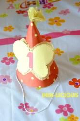 Специалната парти шапка на рожденичката