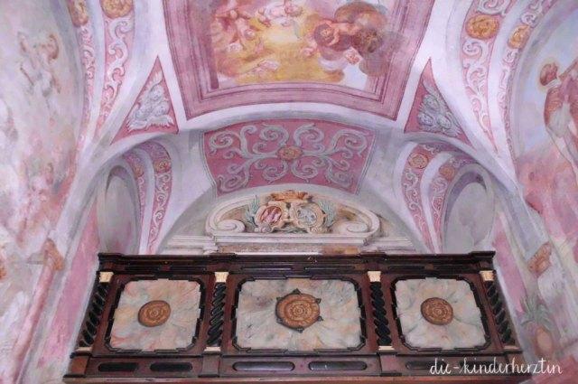 Bled in Slowenien Fernweh Reisen mit Kindern Slowenien Marienkirche Innenansicht Deckenmalerei