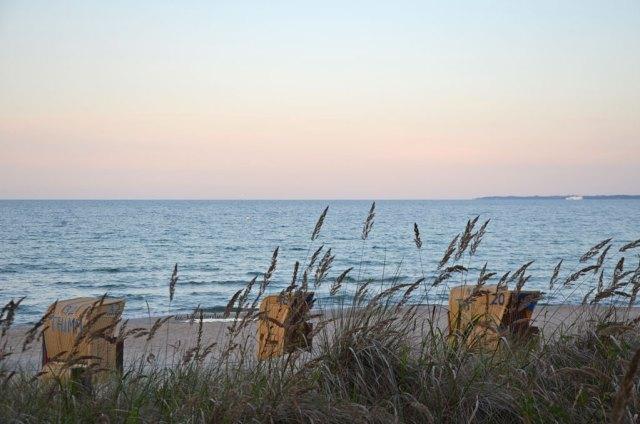 Ostsee Meermomente Strandkörbe am Strand Abenddämmerung die-kinderherztin ostseemomente