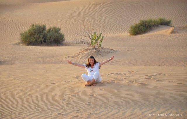 Dubai die-kinderherztin in der Wüste