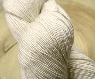 Atelier Zitron Traumseide Vanillezauber | Lacegarn, 100% Maulbeerhaspelseide | © Die Masche