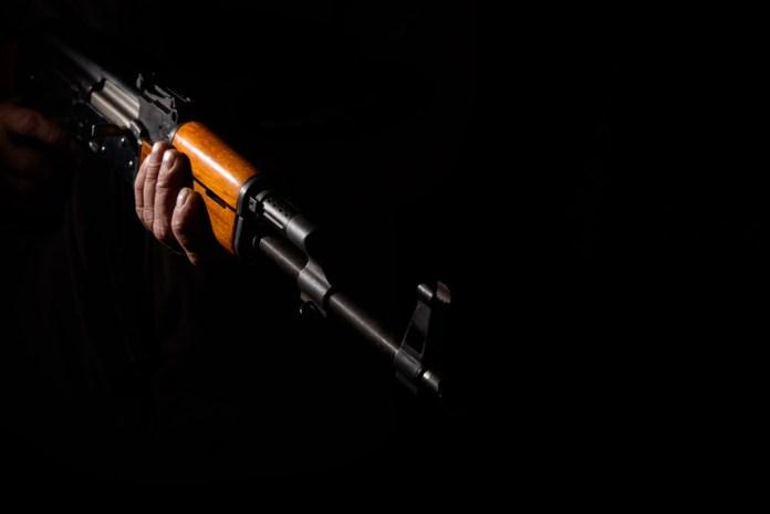Waffen, Schutzgelderpressung oder Geldwäsche ergänzen den Pflege-Betrug
