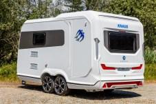 Multitalent: Der Wohn-Nutz-Anhänger Deseo von Knaus kann zwei Motorräder transportieren und bietet obendrein Küche, Bad, Essecke und zwei Schlafplätze. © Knaus