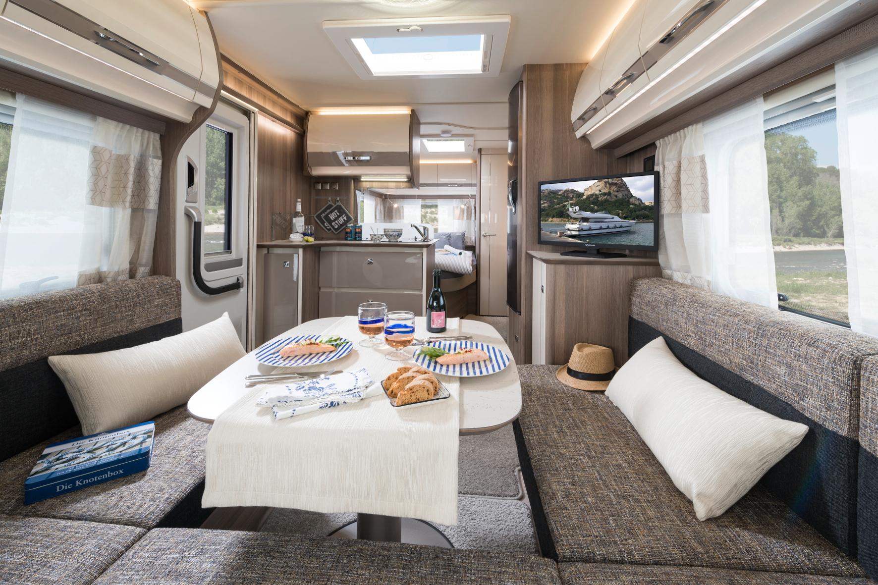 Wohnwagen Mit Etagenbett Fendt : Der caravan salon teil 1 und seine wohnwagen u2013 die testfahrer