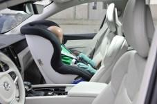 Rückwärts gerichtete Systeme bieten laut Volvo nicht nur für Babys mehr Schutz vor Verletzungen. Im Bild: ein Sitz der Gruppe I/II für Kinder von etwa 9 bis 25 Kilogramm. © Volvo