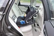 Die neue Babyschale für Kinder bis cirka 13 Kilo wird wahlweise per Isofix oder mit dem Sicherheitsgurt befestigt. Sie bietet optimalen Schutz durch hohe, gut gepolsterte Seiten und eine tiefe Liegeposition. © Volvo