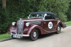 Mit dabei war ein Opel Super 6 Gläser Cabriolet, das auch mit 80 Jahren auf dem Buckel noch gut unterwegs ist. © Thomas Schneider / mid