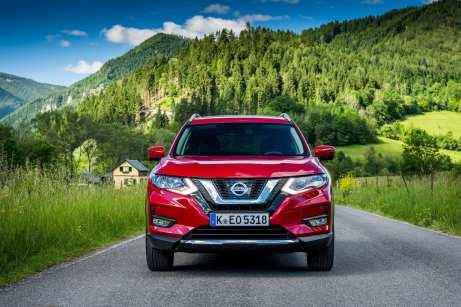 Der Nissan X-Trail hat beim Facelift das aktuelle Familiengesicht erhalten.