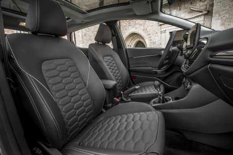 Ford_Fiesta_Vignale_Milano_Grigio_140