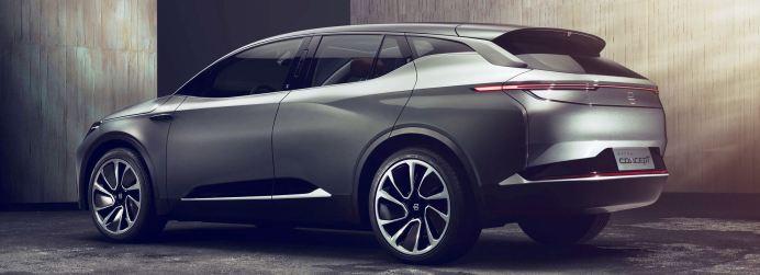 Byton Concept ist ein mittelgroßes, elektrisch angetriebenes Premium-SUV mit einer Gesamtlänge von 4,85 Metern, einem Radstand von 2,945 Metern und einer Radgröße von 22 Zoll, das eine Reichweite von maximal 520 Kilometern erreicht. Foto: Auto-Medienportal.Net/Byton