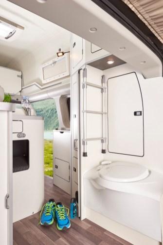 Neu ist ein zusätzlicher abgeschlossener Schrank mit Hängefunktion hinter dem Toilettenblock.