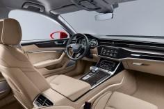 Die Mittelkonsole im neuen Audi A6 orientiert sich zum Fahrer hin, das obere MMI touch response-Display ist ebenfalls leicht nach links geneigt. Foto: Audi