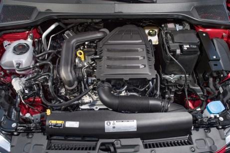 Bivalenter Motor: Das kleine Triebwerk verdaut Gas und Benzin als Lebenssaft. Ist der Gastank leer, schaltet die Technik sofort auf Benzinbetrieb um. © Seat