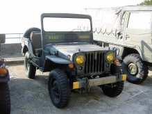 Nur wenige Jahre wurde der Jeep M38 mit gerader Motorhaube und großer Frontscheibe gebaut.