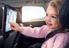 Kindersitz und Tablet-Halterung im Opel-Crossland X. Foto: Opel