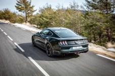 """Die aktive Klappen-Auspuffanlage unterstützt beim Sondermodell """"Bullitt"""" serienmäßig das charakteristische Brabbeln des mächtigen 5,0-Liter-V8 unter der hoffentlich grünen und nicht schwarzen Motorhaube. © Ford"""