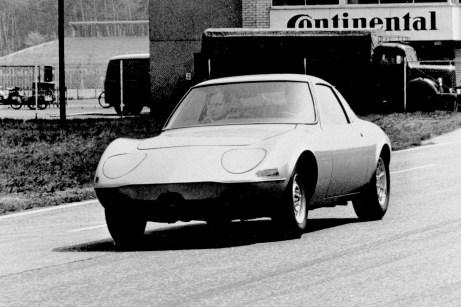 Opel schickt seinen GT schon 1971 zu elektrischen Rekordversuchen auf den Hockenheimring. © Opel