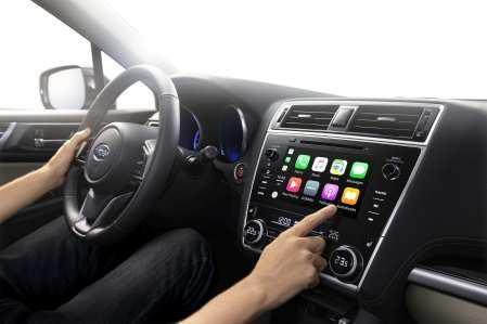 Apps und Co. lassen sich auf dem nun acht Zoll großen Touchscreen in der Mittelkonsole nutzen. Foto: Subaru