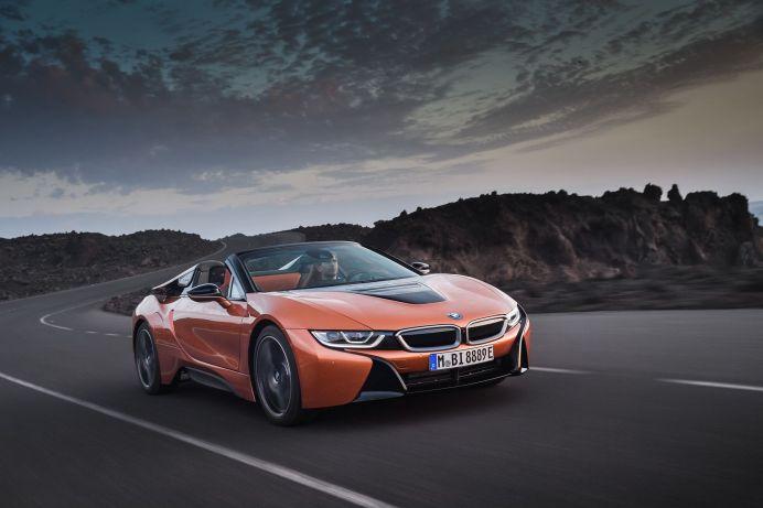 Der BMW i8 Roadster lässt sich mindestens 50 Kilometer rein elektrisch bewegen. © BMW
