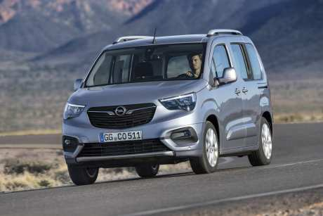 Sieht man vom Opel-Gesicht ab, dann ist der Combo Life ziemlich baugleich mit seinen Brüdern von Peugeot und Citroen. Foto: Opel