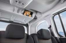 Die 35-Liter-Box unter dem Dachhimmel ist von innen und außen zugänglich und bietet Platz für Krimskrams. Foto: Opel