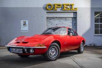 Seine Leistung, das unvergleichliche Design und der attraktive Einstiegspreis von nur 10 767 Mark machten den Sportwagen Opel GT zum Renner in der Käufergunst, der alle Erwartungen übertraf. Foto: Auto-Medienportal.Net/Opel